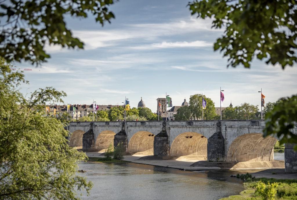 A Tours, pont Wilson traversant la Loire.