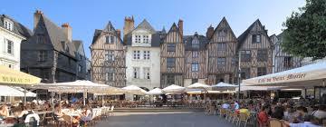 Place Plumereau à Tours. Vieux Tours. Maison à colombage